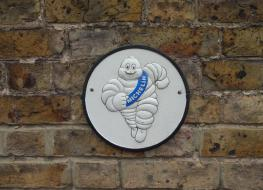 Running Michelin plaque