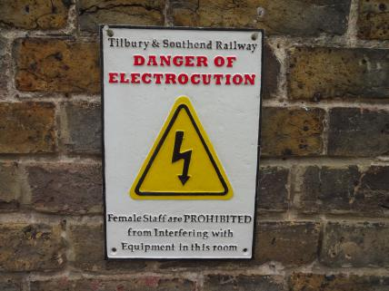 Electrocution railway sign