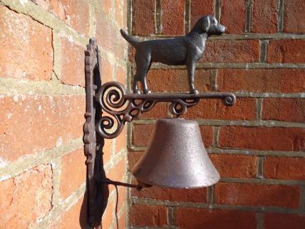 Standing dog bell -black