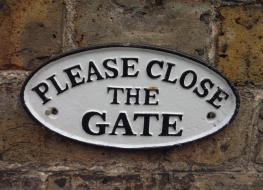 Close the gate sign-white