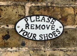 please remove shoes sign