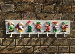 7 dwarves cup rack